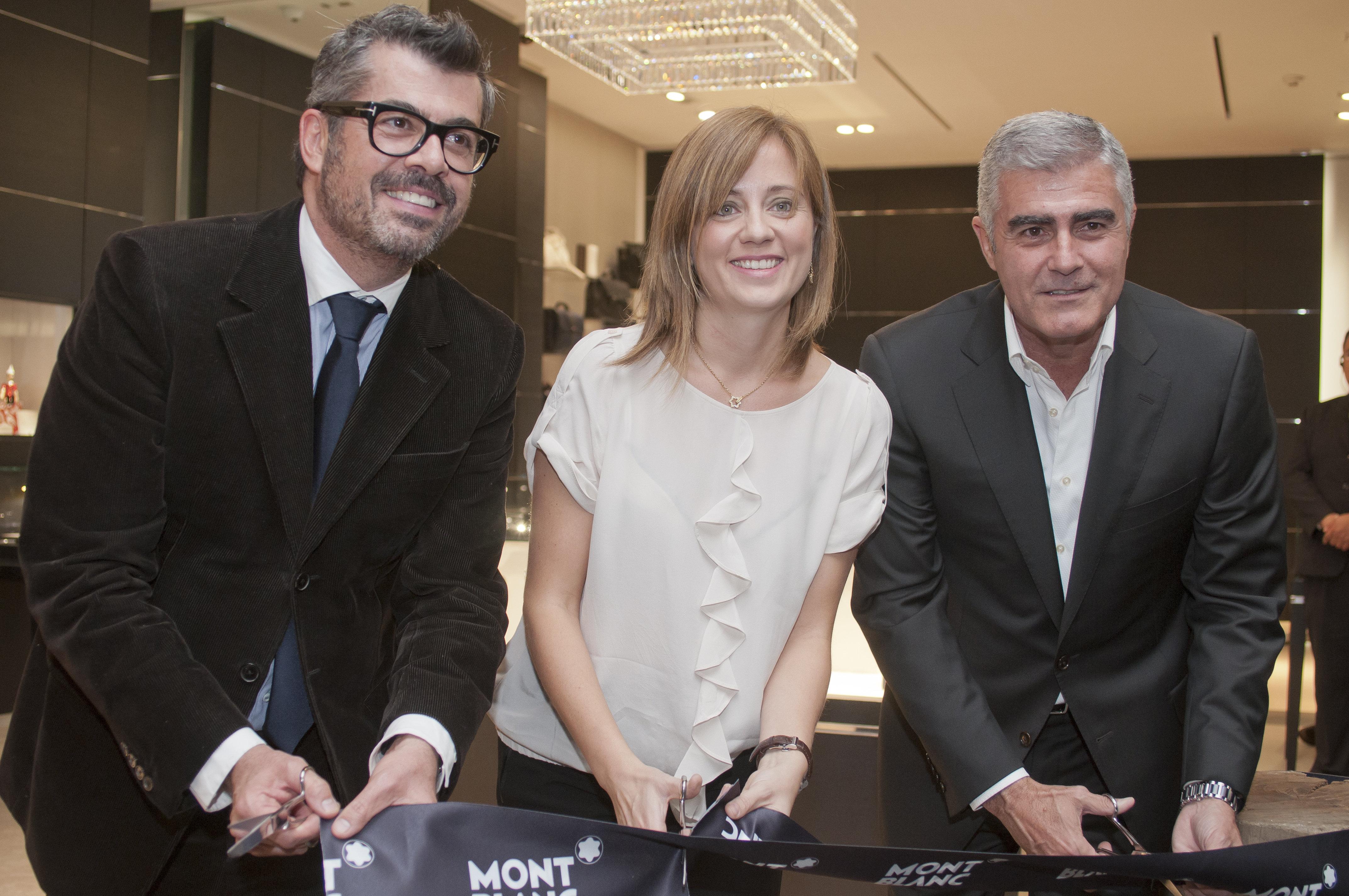 Carlos Salcido, Director de Mercadotecnia de El Palacio de Hierro, Stephanie Martínez, Directora de Montblanc México, y el actor argentino Saúl Lisazo.