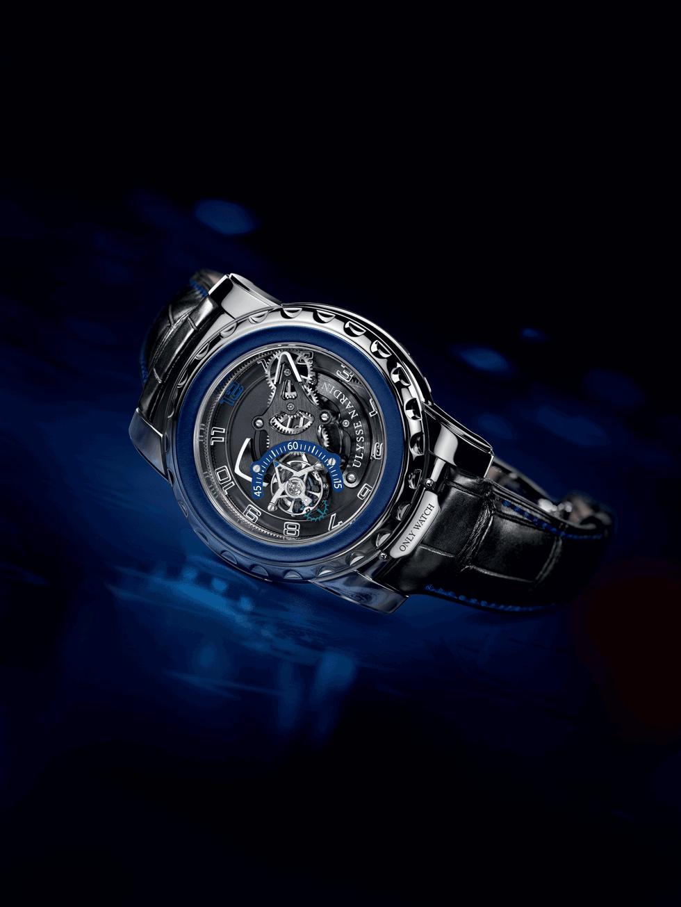 El Freak Diavolo Only Watch no sólo es brillante por su movimiento, lo es también por su estética, en la que predominan las líneas limpias, robustas, el tono negro carbón y los acentos de colores vibrantes en su carátula.