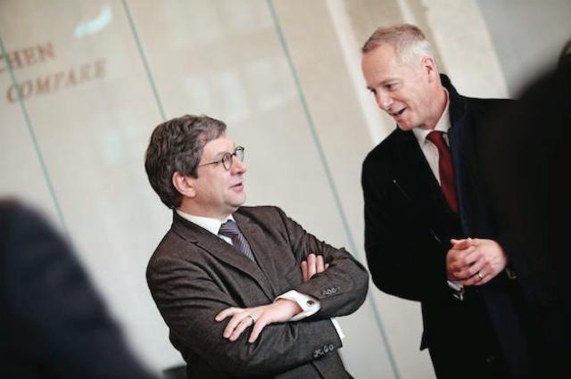 Dr. Peter Plassmeyer, Director del Salón de las Matemáticas y la Física junto a Wilhelm Schmid, CEO de A. Lange & Söhne.