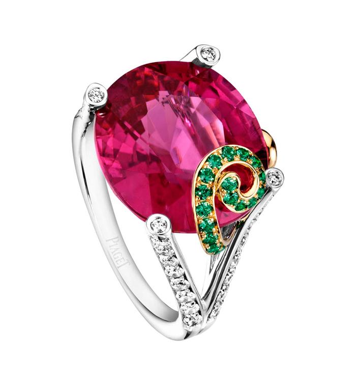 Pink Sunset Cocktail Inspiration: anillo de oro blanco y amarillo de 18 quilates con 1 rubelita ovalada (aprox. 10,91 quilates), 58 diamantes talla brillante (aprox. 0,63 quilates) y 28 tsavoritas redondos (aprox. 0,22 ct). Ref.. G34H1300