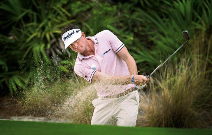 Keegan Bradley, el estadounidense es un elegante y consumado jugador conocido por la amplitud de su nivel técnico y su extraordinario control mental, se ha hecho un lugar entre los 10 mejores jugadores del mundo recientemente con una serie de 4 finales entre los 10 mejores de cada certamen. Cuando participó por primera vez en el PGA Tour en 2011, ganó dos veces, incluyendo PGA Championship. Con esta hazaña, se convirtió en el tercer jugador de la historia en ganar un campeonato de major en su primer intento. Al año siguiente, consolidó su lugar entre los mejores jugadores al ganar el WGC-Bridgestone Invitational y ser considerado uno de los miembros más valiosos del equipo Ryder Cup de Estados Unidos.