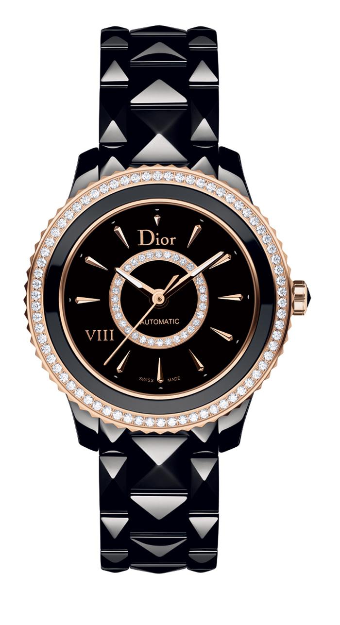 DIOR VIII Cerámica, Oro Rosa y Diamantes 33 mm // Movimiento: automático / Funciones: horas, minutos y segundos / Reserva de marcha: 40 h / Caja: cerámica negra con bisel de oro rosa engastado con diamantes / Carátula: negra con círculo de oro rosa engastado con diamantes / Agujas: de oro rosa de 18 quilates / Corona: oro rosa / Brazalete: de cerámica negra / Referencia: CD1235H0C001 / Hermeticidad: 50 metros.