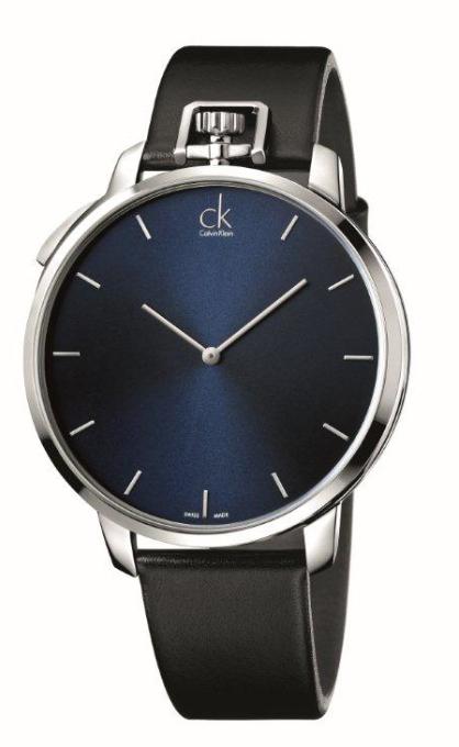 EXCEPTIONAL // Diseñado para el hombre elegante y seguro. Inspirado en el clásico y elegante reloj de bolsillo, este reloj clásico da a quien lo usa un look elegante y retro. ck exceptional ofrece tres estilos – un reloj, reloj de mesa, y reloj de bolsillo con una cadena de acero. El reloj cuenta con la caja de acero pulido y correa de piel negra, combinada con caratula negra, plata o azul.