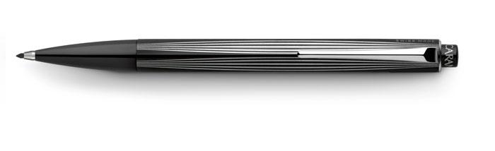 Fabricada en acero inoxidable con tratamiento PVD Negro,la RNX.316 alberga grafito natural de 2 mm en color: rojo, azul, amarillo y verde, mientras que su mecanismo de alta precisión mediante un pulsador, provee la seguridad necesaria para una buena escritura.