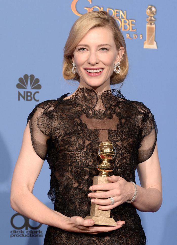 Cate Blanchett luce pendientes de Chopard durante la 71a entrega de los Golden Globe Awards.