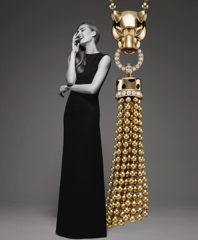 Collar de oro amarillo, laca negra, ónix, granates tsavoritas, diamantes.