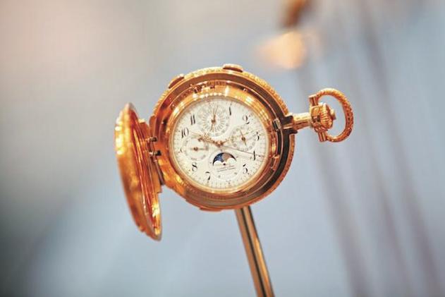 """En la extensa colección de piezas relojeras, el """"42500"""" de 1902, el reloj de bolsillo más complicado de Lange jamás hecho, muestra el arte y la artesanía de los relojeros de hace muchas generaciones."""