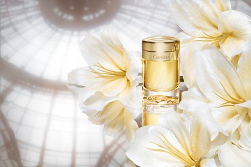 Un perfume de suavidad y de voluptuosidad para una joya de frasco.  Essence de Parfum 40 ml-Essence de Parfum 80 ml.