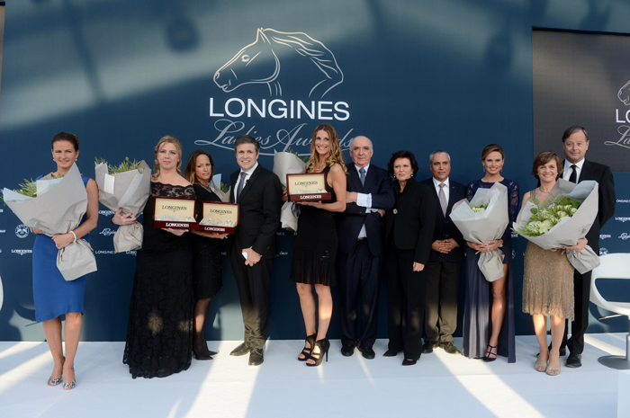 Liz Price, Presentadora del Longines Ladies Awards ceremony, Annie Morgado, representante de Athina Onassis de Miranda, ganadora del Longines Ladies Awards, la Princesa Zahra Aga Khan, ganadora del Longines Ladies Awards, Juan-Carlos Capelli, Vicepresidente de Longines y Director International Marketing, Sophie Thalmann, ganadora del Longines Ladies Awards, Walter von Känel, Presidente de Longines, Florence Ollivier-Lamarque, Director General de Swatch Group Francia, Ingmar de Vos, Secretary General of the Fédération Equestre Internationale, Francesca Cumani, Presentadora de equestrian sports en CNN, Nathalie Bélinguier, Presidenta de International Federation of Gentlemen and Lady Riders, y Charles Villoz, Vicepresidente de Ventas de Longines.