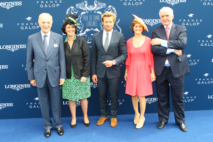 Bertrand Bélinguier, Chairman de France Galop, Florence Ollivier-Lamarque, Director General de Swatch Group Francia,  Simon Baker, Embajador de la Elegancia de Longines, Nathalie Bélinguier,  Presidenta de la International Federation of Gentlemen and Ladies Riders y Walter von Känel, Presidente de Longines.