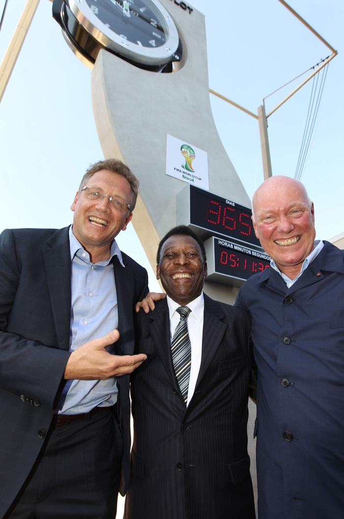 Jean–Claude Biver, Chairman del Consejo de HUBLOT y en presencia del Secretario General de la FIFA, Jérôme Valcke; el Embajador de la ONU y de la UNESCO y Embajador de HUBLOT para la Copa del Mundo de Brasil, Pelé.