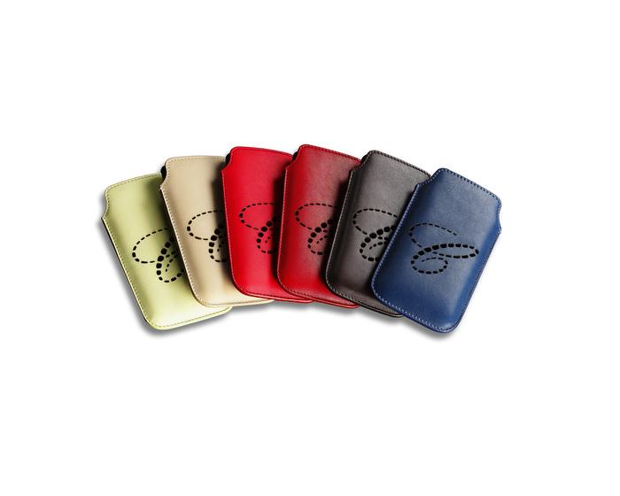 Fundas para iPhone 5, disponibles en una gran variedad de colores, en piel con el  logo  C  perforado. Ref. 95015-018