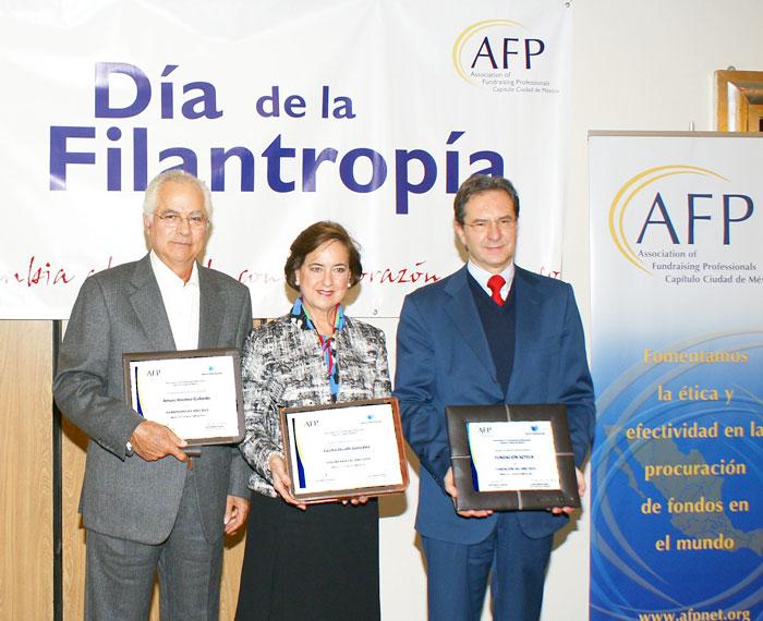 Arturo Jiménez Bayardo, Cecilia Occelli González y Esteban Moctezuma de Fundación Azteca