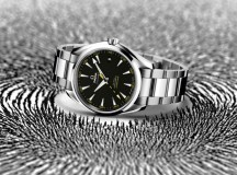 SE185_OMEGA-Seamaster-Aqua-Terra_15000_GAUSS_with-background