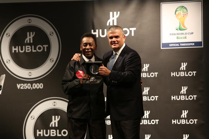 Pelé y Ricardo Guadalupe, CEO de Hublot, en la presentación del reloj oficial de la Copa del Mundo, Brasil 2014.