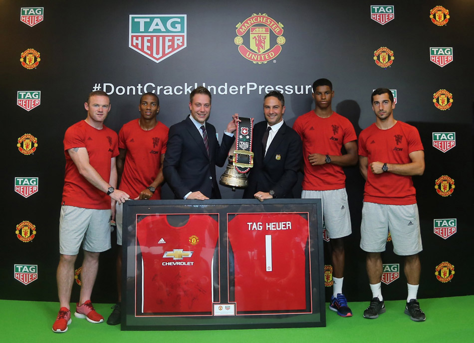 Loic-Biver-and-Jamie-Reigle-exchange-gifts-and-kick-off-the-global-partnership-with-four-players[1]