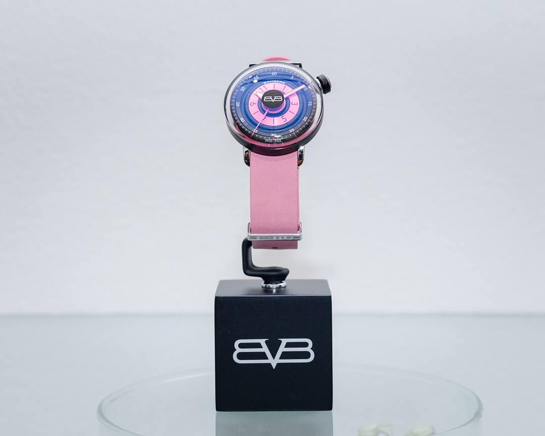 relojes-rosas-mes-de-la-mujer-octubre-cancer-mama-bomberg-2019-1