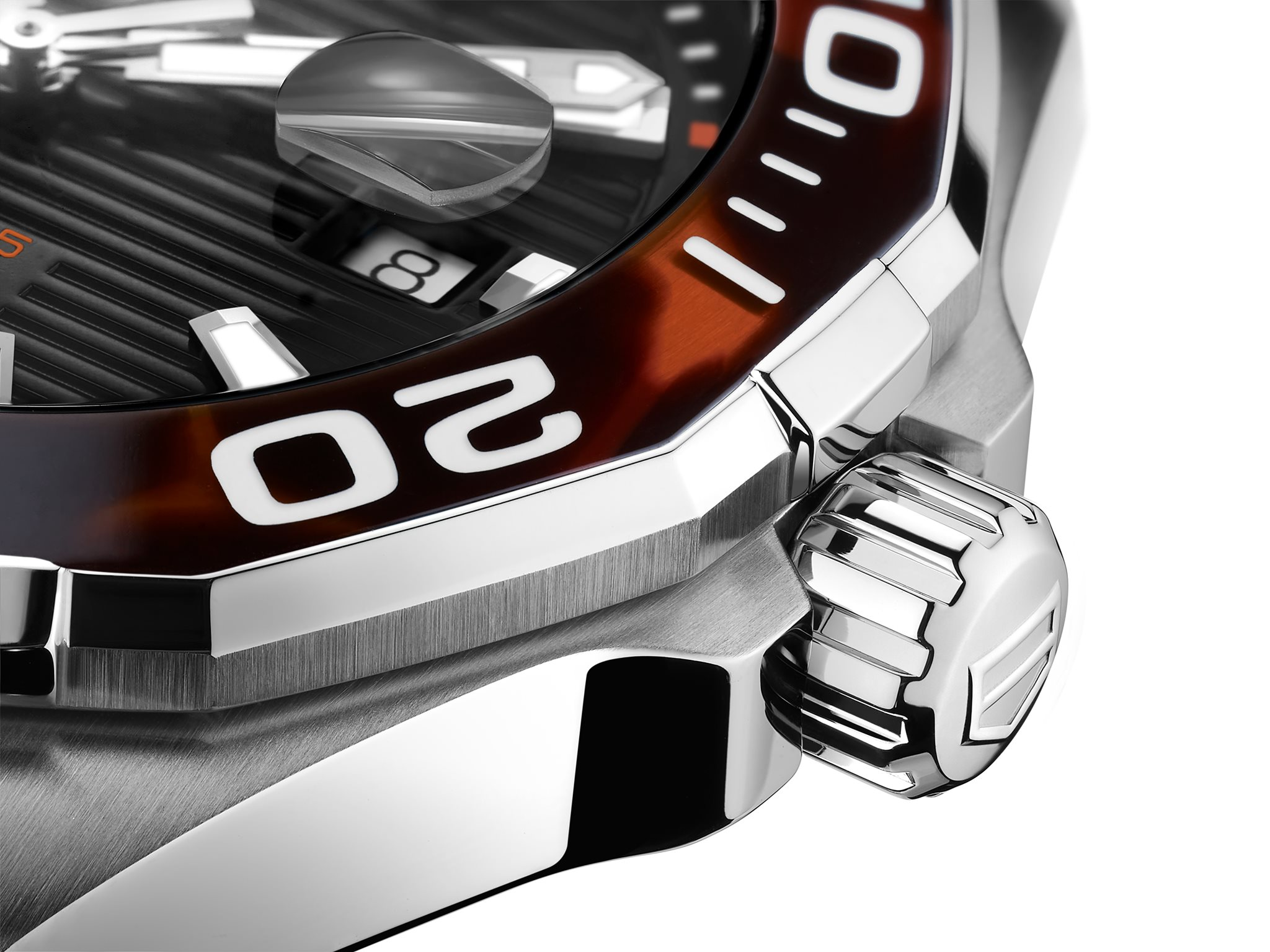 TAG Heuer Aquaracer 43 mm Tortoise Shell Effect Special Edition close up marron
