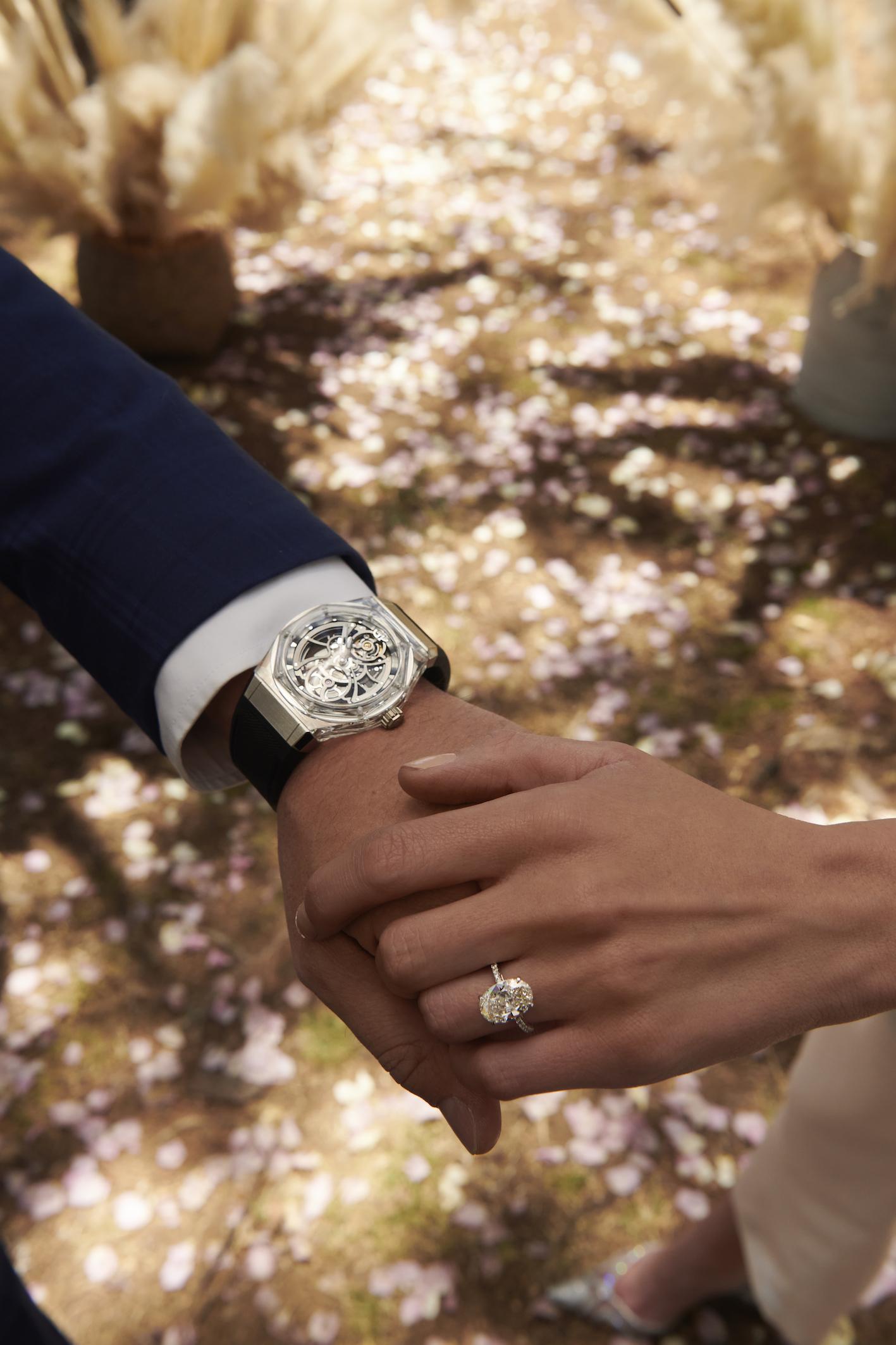 Girard-Perregaux Laureato Absolute Light Ref. 81071-43-231-FB6A y anillo diamante oval en oro blanco copia